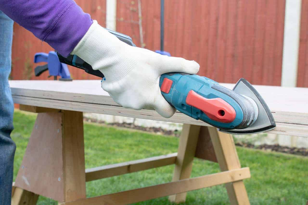 Sanding with Erbauer's cordless multi tool