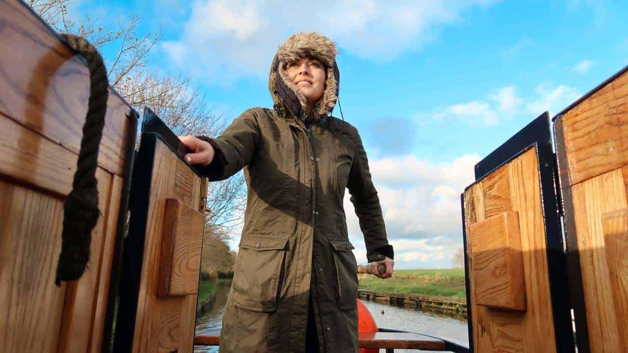 woman driving a narrowboat hire
