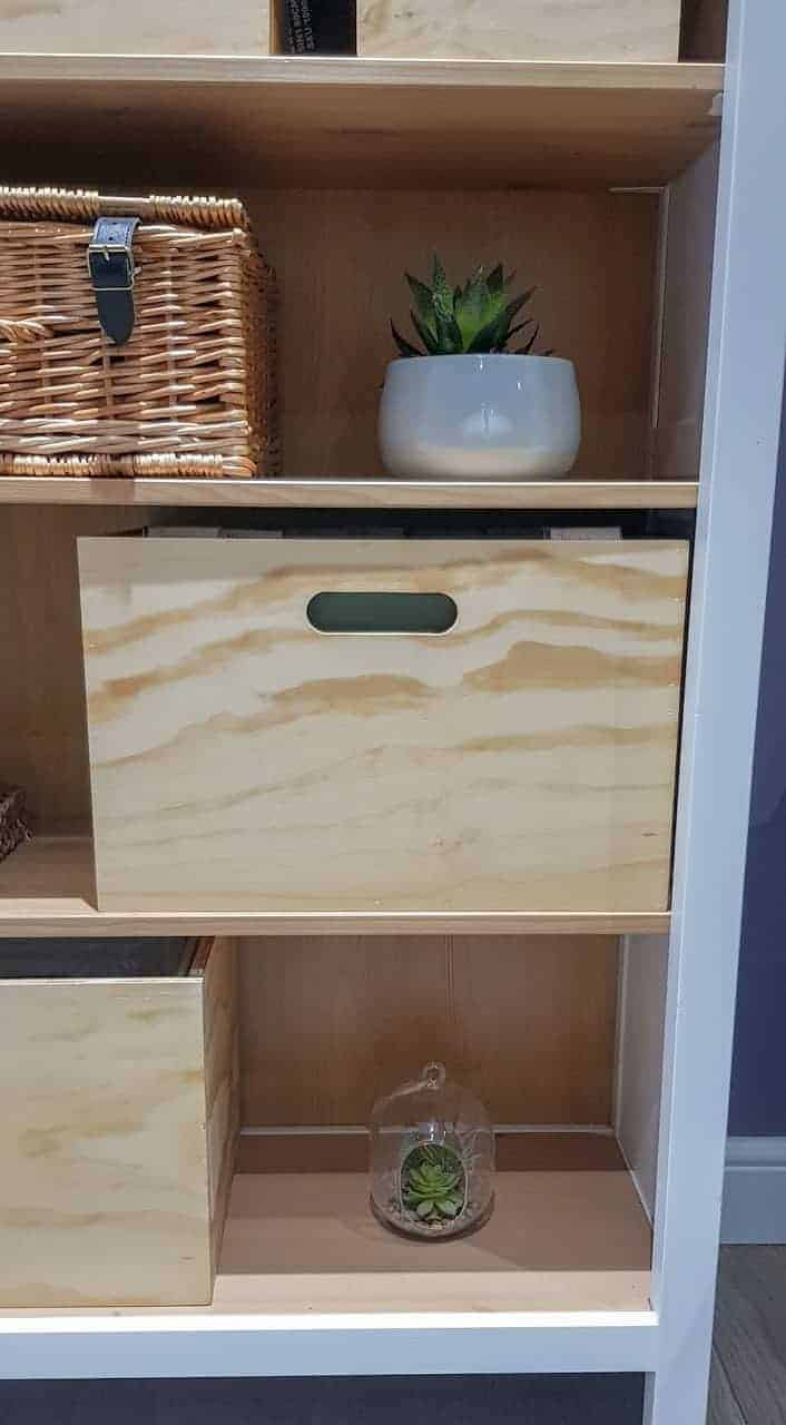 Suspension box file for bookshelf made from plywood