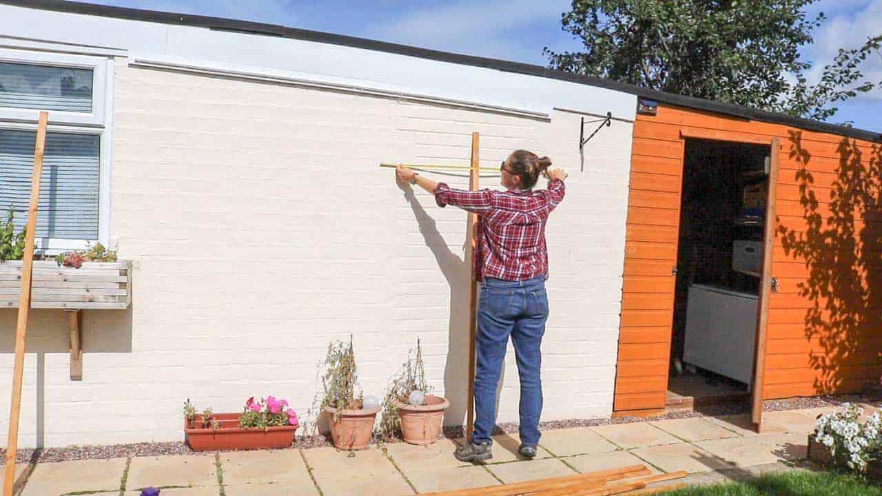 Measuring for fan shaped trellis on wall